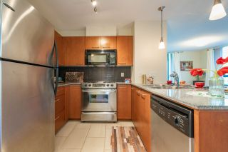 """Photo 13: 306 4333 CENTRAL Boulevard in Burnaby: Metrotown Condo for sale in """"PRESIDIA"""" (Burnaby South)  : MLS®# R2480001"""