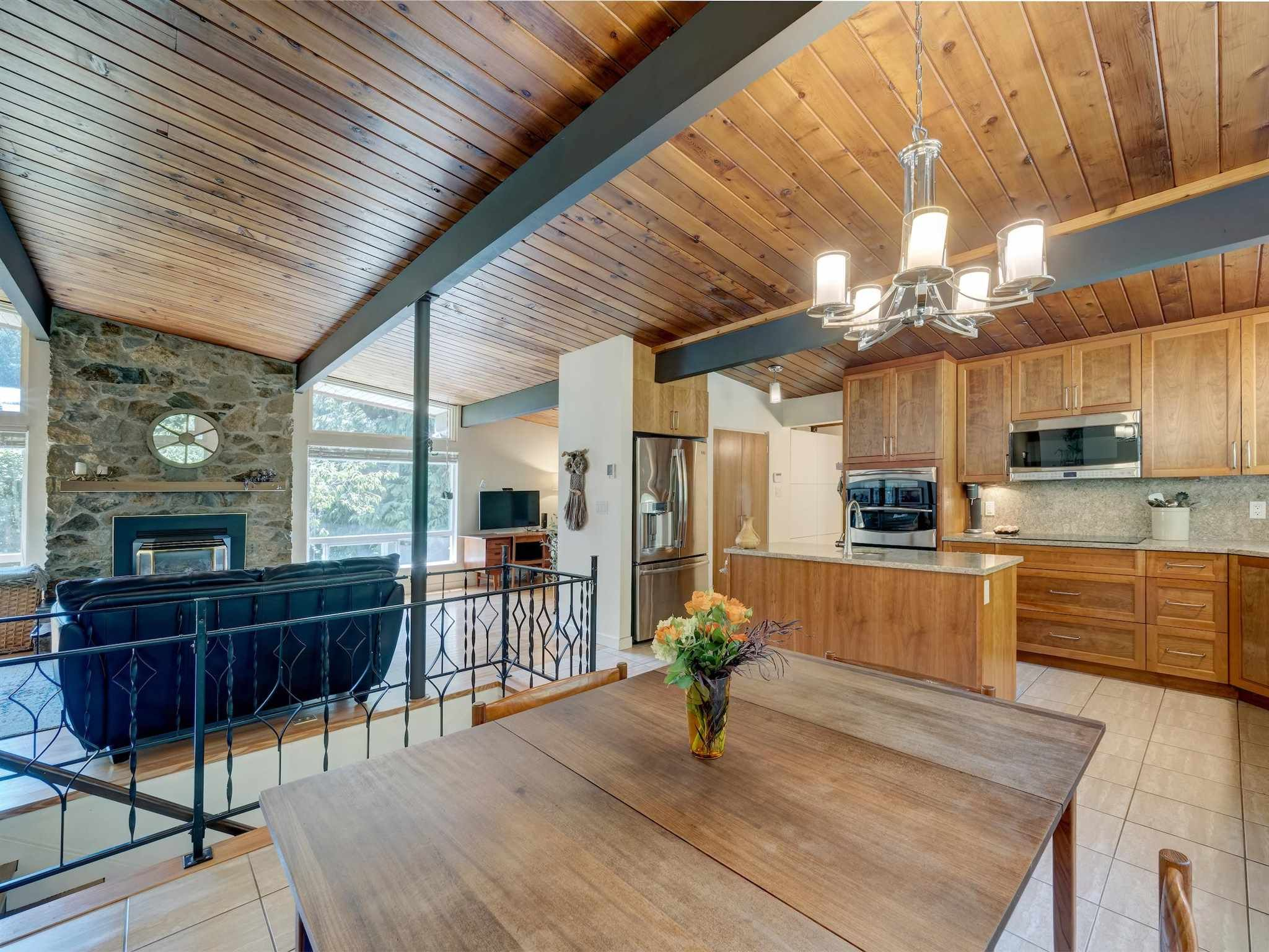 Main Photo: 628 KING Road in Gibsons: Gibsons & Area House for sale (Sunshine Coast)  : MLS®# R2596005