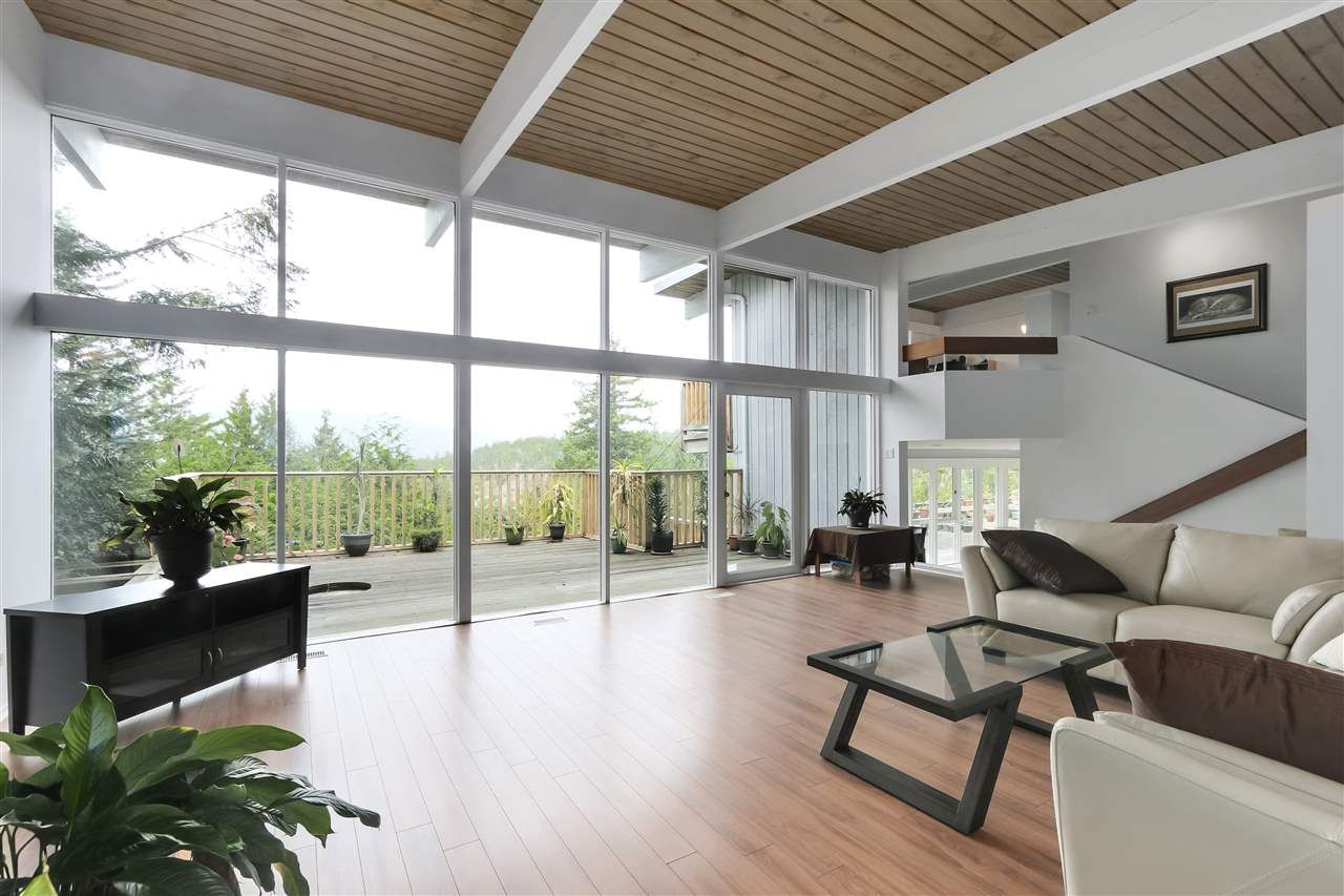 Photo 2: Photos: 6253 ST. GEORGES Crescent in West Vancouver: Gleneagles House for sale : MLS®# R2526812