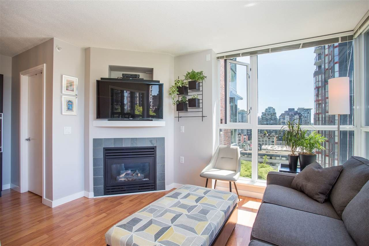 """Photo 2: Photos: 1008 1068 HORNBY Street in Vancouver: Downtown VW Condo for sale in """"The Canadian"""" (Vancouver West)  : MLS®# R2389948"""