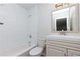 Photo 11: 105 1630 Quadra St in VICTORIA: Vi Central Park Condo for sale (Victoria)  : MLS®# 756093