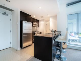 Photo 10: 1106 638 BEACH CRESCENT in Vancouver: Yaletown Condo for sale (Vancouver West)  : MLS®# R2499986