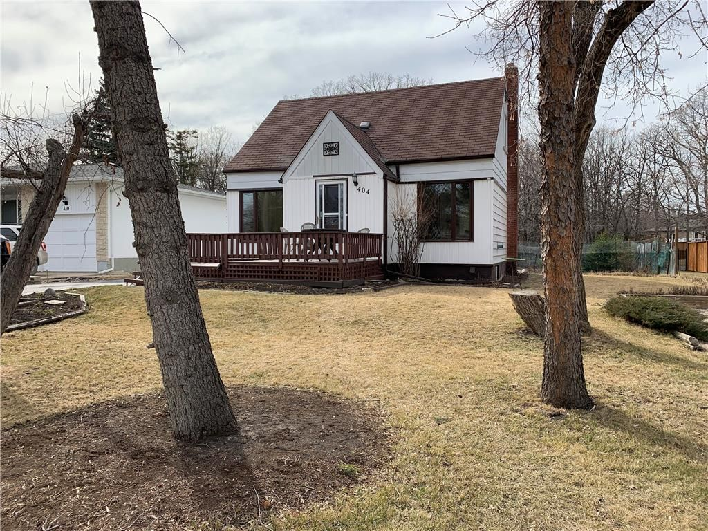 Main Photo: 404 Laxdal Road in Winnipeg: Charleswood Residential for sale (1G)  : MLS®# 202108519