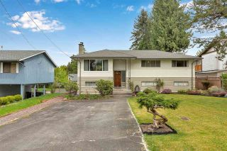 """Photo 2: 10476 155 Street in Surrey: Guildford House for sale in """"EAST GUILDFORD"""" (North Surrey)  : MLS®# R2573518"""