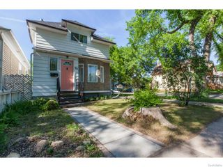 Photo 2: 702 32nd Street West in Saskatoon: Caswell Hill Single Family Dwelling for sale (Saskatoon Area 04)  : MLS®# 612485