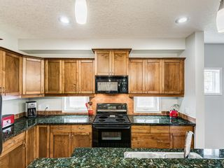 Photo 6: 519 37 Street SW in Calgary: Spruce Cliff Detached for sale : MLS®# A1100007