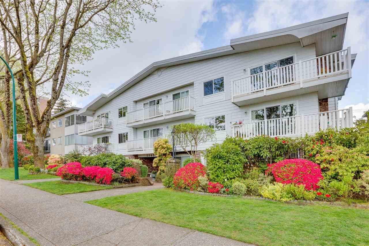 "Main Photo: 106 2365 W 3RD Avenue in Vancouver: Kitsilano Condo for sale in ""LANDMARK HORIZON"" (Vancouver West)  : MLS®# R2573044"