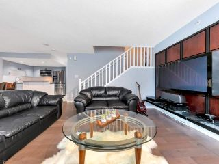 "Photo 4: 933 HOMER Street in Vancouver: Yaletown Townhouse for sale in ""THE PINNACLE"" (Vancouver West)  : MLS®# R2562224"