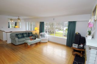Photo 2: 2628 POPLYNN Place in North Vancouver: Westlynn House for sale : MLS®# R2349621
