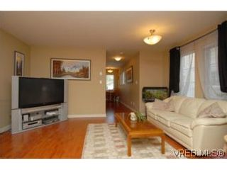 Photo 4: 104 842 Brock Ave in VICTORIA: La Langford Proper Row/Townhouse for sale (Langford)  : MLS®# 507331