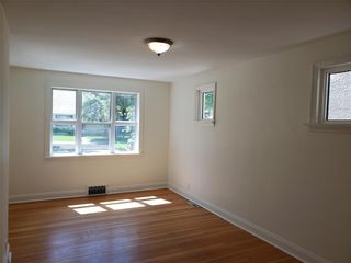 Photo 3: 741 Ebby Avenue in Winnipeg: Crescentwood Residential for sale (1B)  : MLS®# 202115042