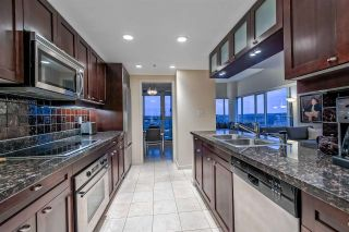 """Photo 11: 3905 1033 MARINASIDE Crescent in Vancouver: Yaletown Condo for sale in """"QUAYWEST"""" (Vancouver West)  : MLS®# R2366439"""