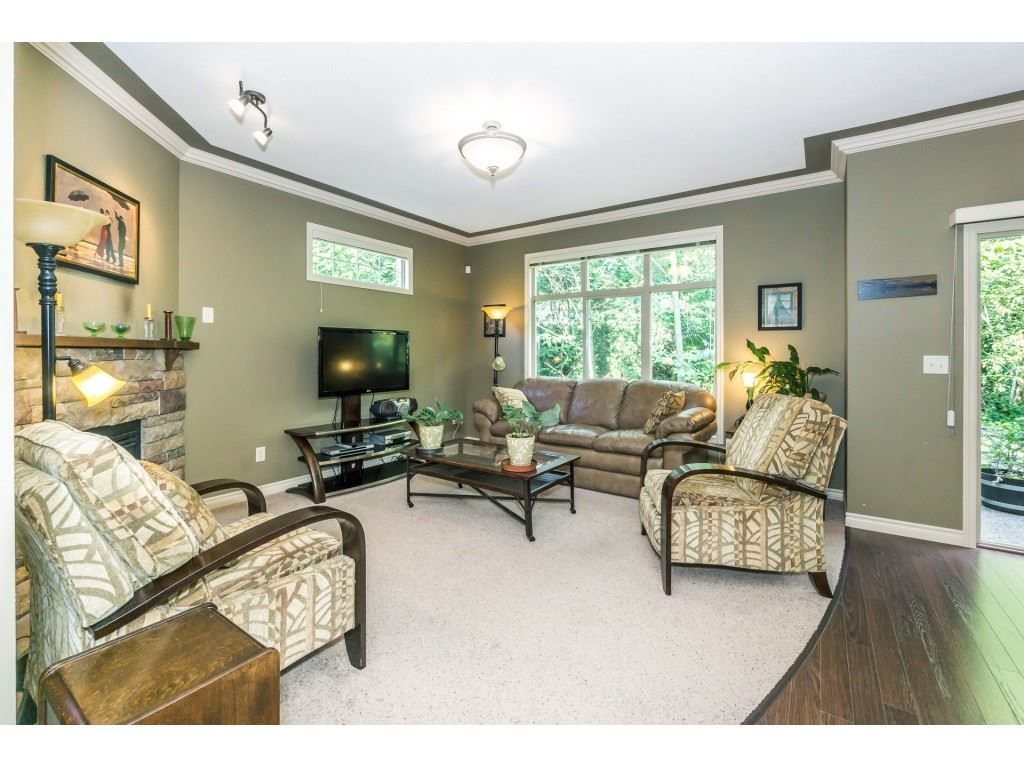 """Photo 3: Photos: 32 46840 RUSSELL Road in Sardis: Promontory Townhouse for sale in """"Timeber Ridge"""" : MLS®# R2359001"""