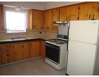 Photo 4: 907 KENT Street in New_Westminster: The Heights NW House for sale (New Westminster)  : MLS®# V778258