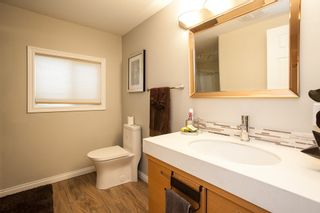 """Photo 15: 1 1840 160 Street in Surrey: King George Corridor Manufactured Home for sale in """"BREAKAWAY BAYS"""" (South Surrey White Rock)  : MLS®# R2041363"""