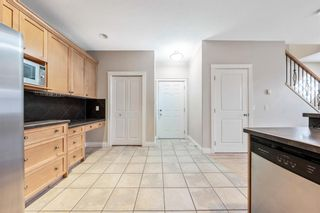 Photo 3: 2 720 56 Avenue SW in Calgary: Windsor Park Row/Townhouse for sale : MLS®# A1153375