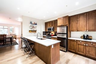 "Photo 3: 3340 MT SEYMOUR Parkway in North Vancouver: Northlands Townhouse for sale in ""NORTHLANDS TERRACE"" : MLS®# R2150041"