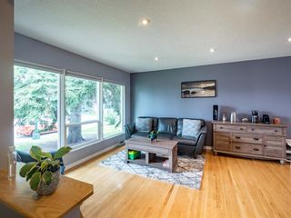 Photo 9: 49 Warwick Drive SW in Calgary: Westgate Detached for sale : MLS®# A1131664