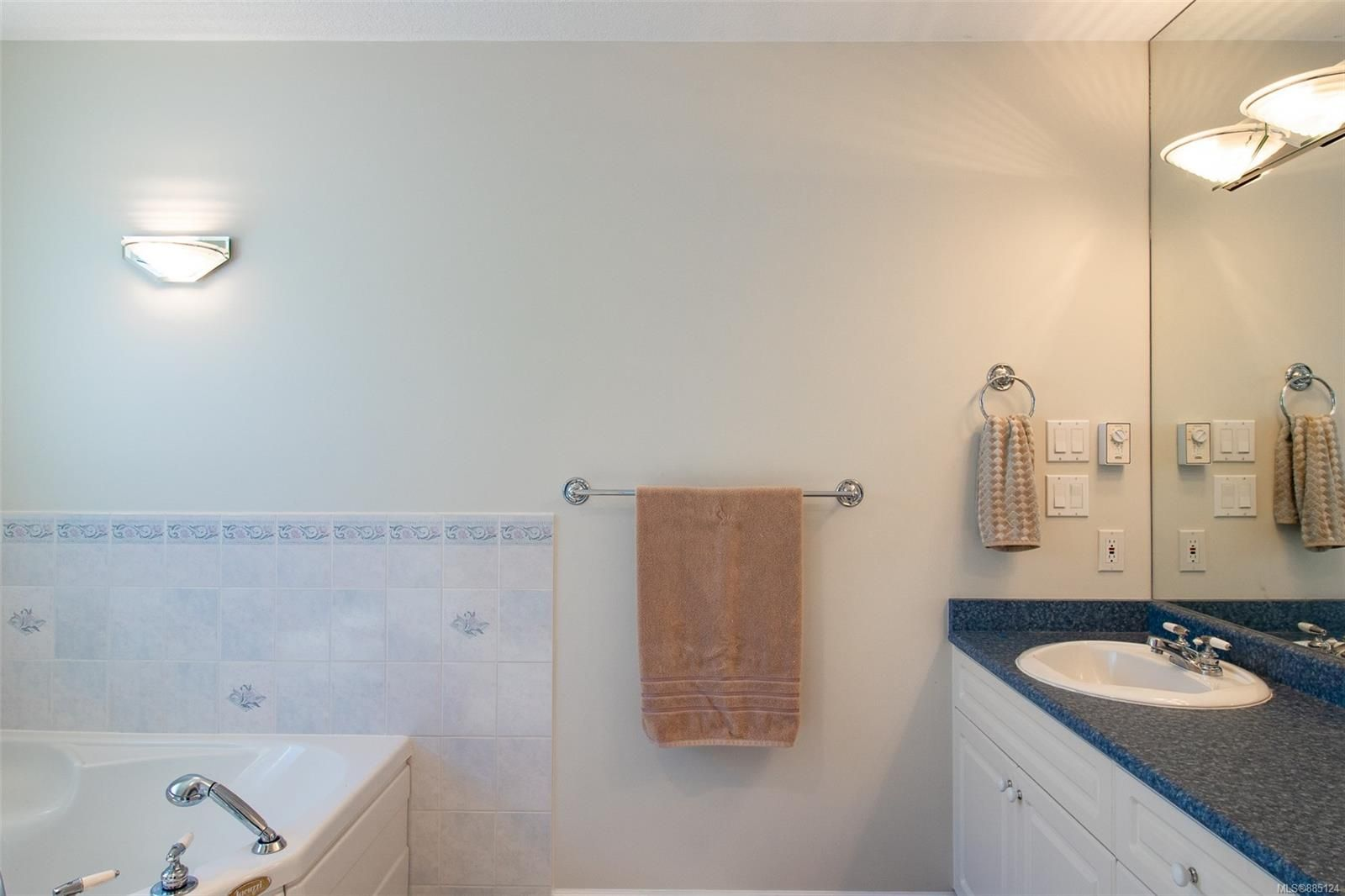 Photo 12: Photos: 1705 Admiral Tryon Blvd in : PQ French Creek House for sale (Parksville/Qualicum)  : MLS®# 885124