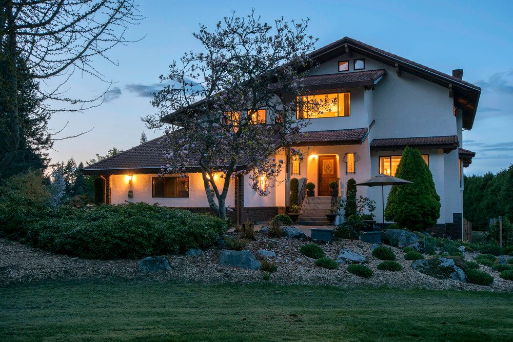Main Photo: 19459 5TH Ave in South Surrey White Rock: Home for sale : MLS®# F1437084