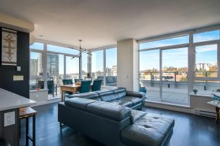 """Photo 4: 2002 668 COLUMBIA Street in New Westminster: Downtown NW Condo for sale in """"Trapp + Holbrook"""" : MLS®# R2419627"""