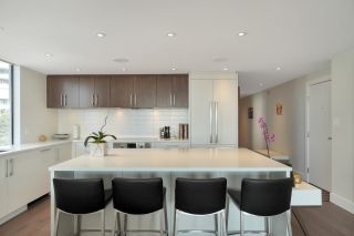 """Photo 8: 602 475 13TH Street in West Vancouver: Ambleside Condo for sale in """"Le Marquis"""" : MLS®# R2557858"""