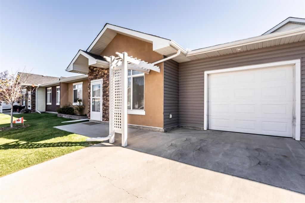 Main Photo: 305 Sunvale Crescent NE: High River Row/Townhouse for sale : MLS®# A1144470