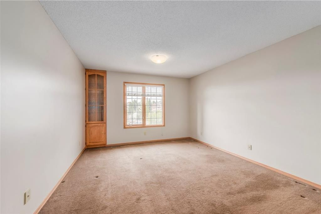 Photo 17: Photos: 2603 SIGNAL RIDGE View SW in Calgary: Signal Hill House for sale : MLS®# C4177922