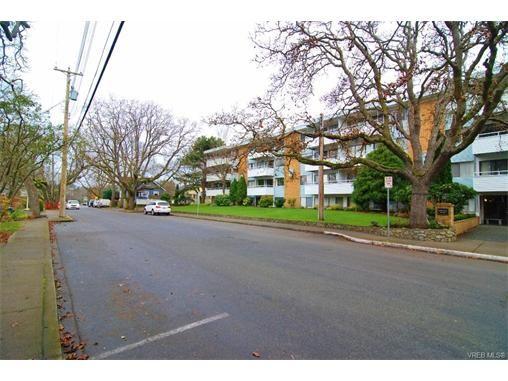 Main Photo: 406 2100 Granite St in VICTORIA: OB South Oak Bay Condo for sale (Oak Bay)  : MLS®# 747533