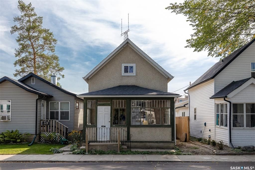 Main Photo: 315 25th Street West in Saskatoon: Caswell Hill Residential for sale : MLS®# SK870544