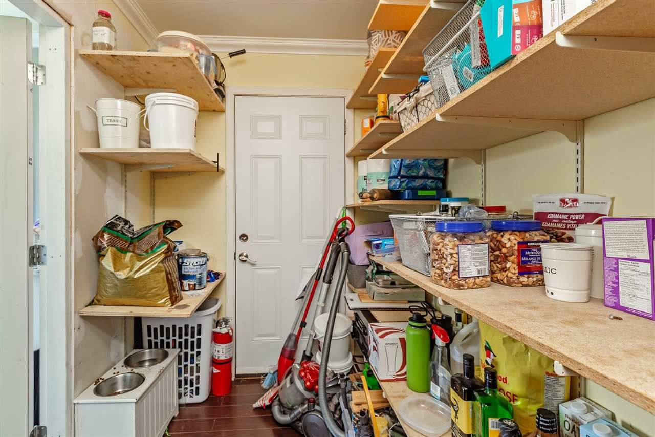 Photo 12: Photos: 8042 CEDAR Street in Mission: Mission BC House for sale : MLS®# R2579765