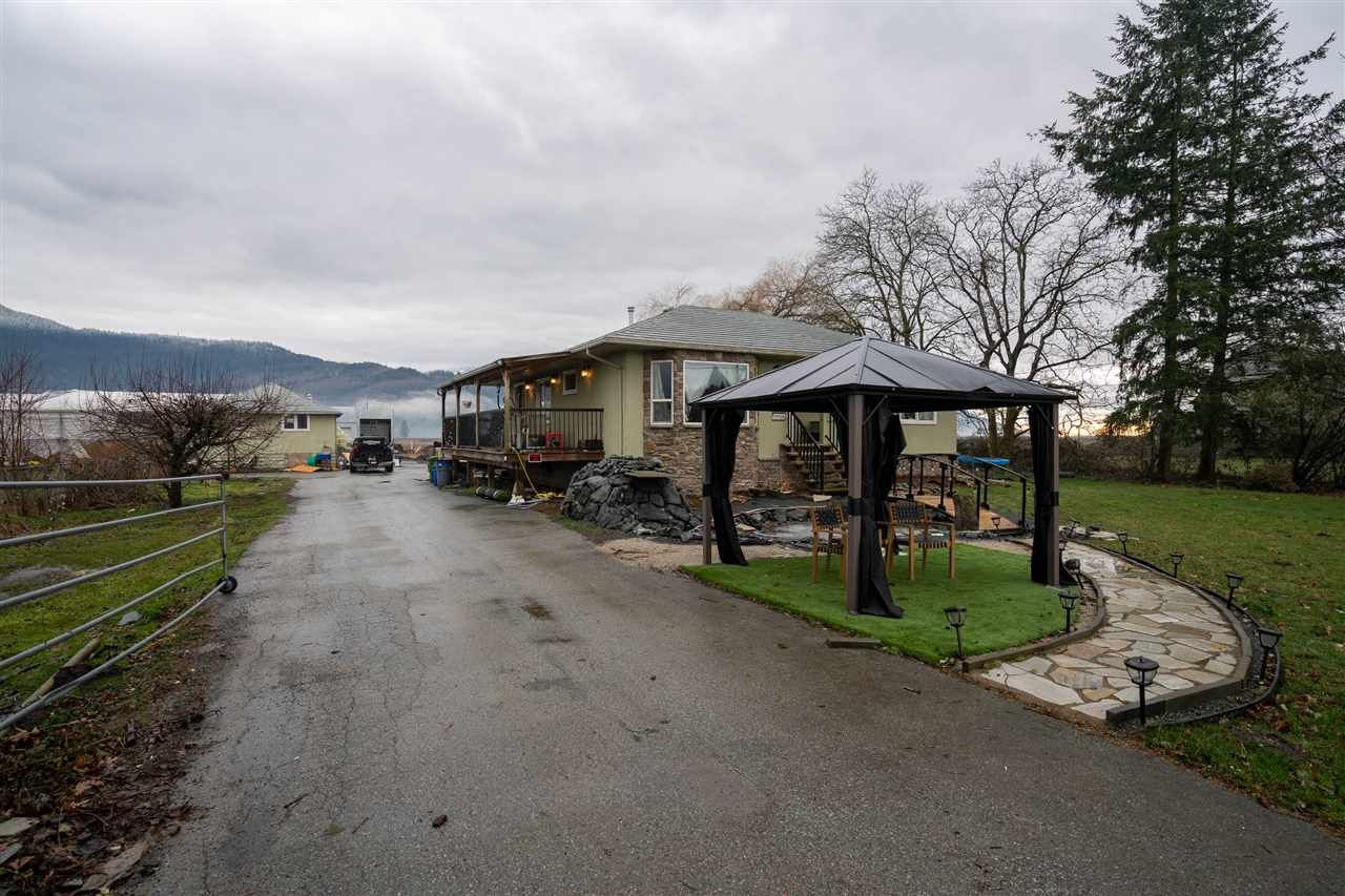 Main Photo: 49408 CHILLIWACK CENTRAL Road in Chilliwack: East Chilliwack House for sale : MLS®# R2539865