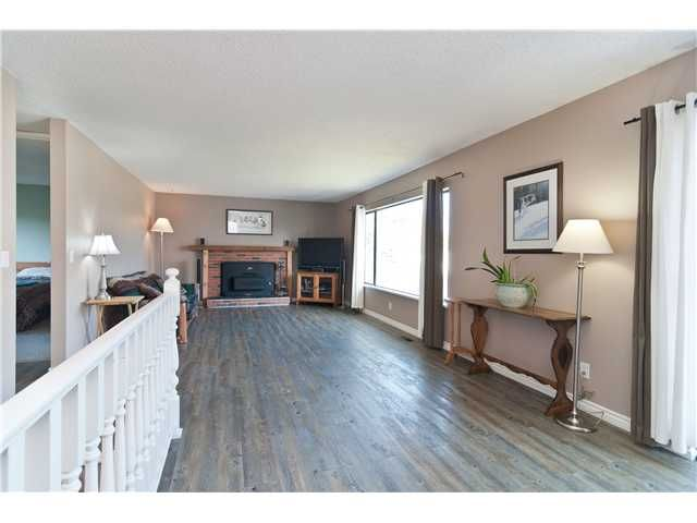 """Photo 3: Photos: 19860 N WILDWOOD Crescent in Pitt Meadows: South Meadows House for sale in """"WILDWOOD"""" : MLS®# V995390"""