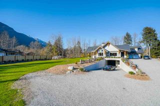 Photo 6: 41605 - 41611 GRANT Road in Squamish: Brackendale House for sale : MLS®# R2520368