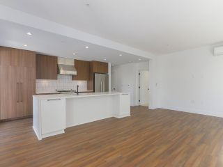 """Photo 7: 307 6933 CAMBIE Street in Vancouver: Cambie Condo for sale in """"MOSAIC CAMBRIA PARK"""" (Vancouver West)  : MLS®# R2379345"""