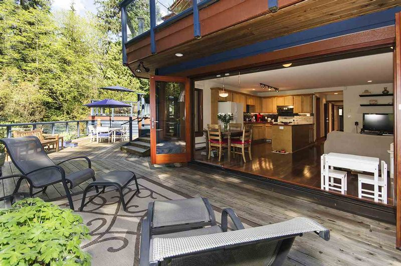FEATURED LISTING: 560 NEWCROFT Place West Vancouver