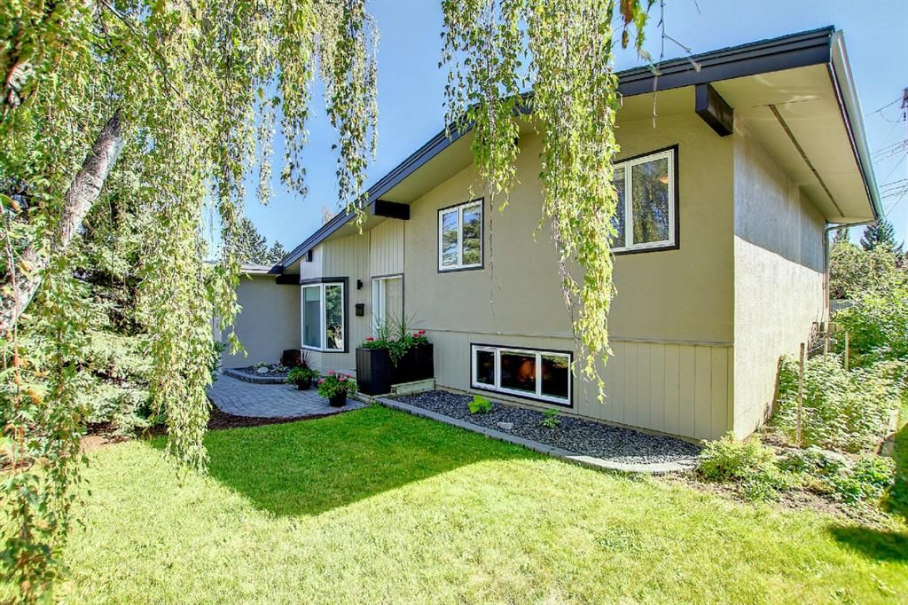Main Photo: 4707 32 Avenue SW in Calgary: Glenbrook Detached for sale : MLS®# A1143472