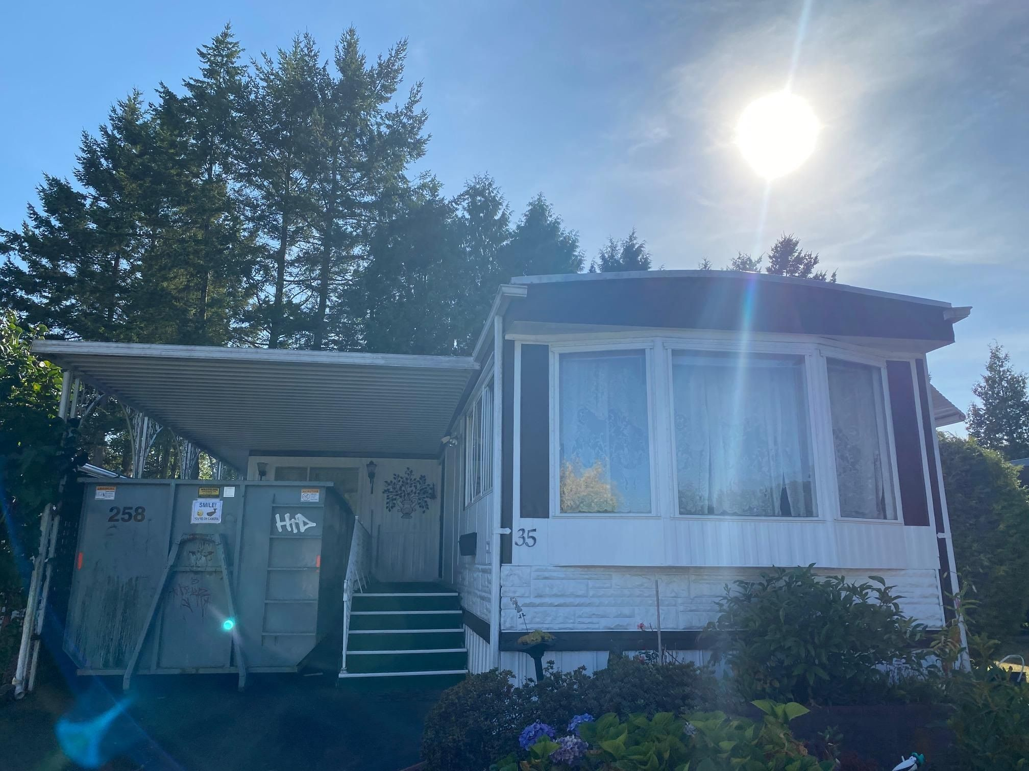 """Main Photo: 35 1840 160 Street in Surrey: King George Corridor Manufactured Home for sale in """"Breakaway Bays"""" (South Surrey White Rock)  : MLS®# R2608200"""