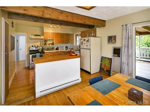 Photo 5: Photos: 3055 Carroll St in VICTORIA: Vi Burnside House for sale (Victoria)  : MLS®# 728046