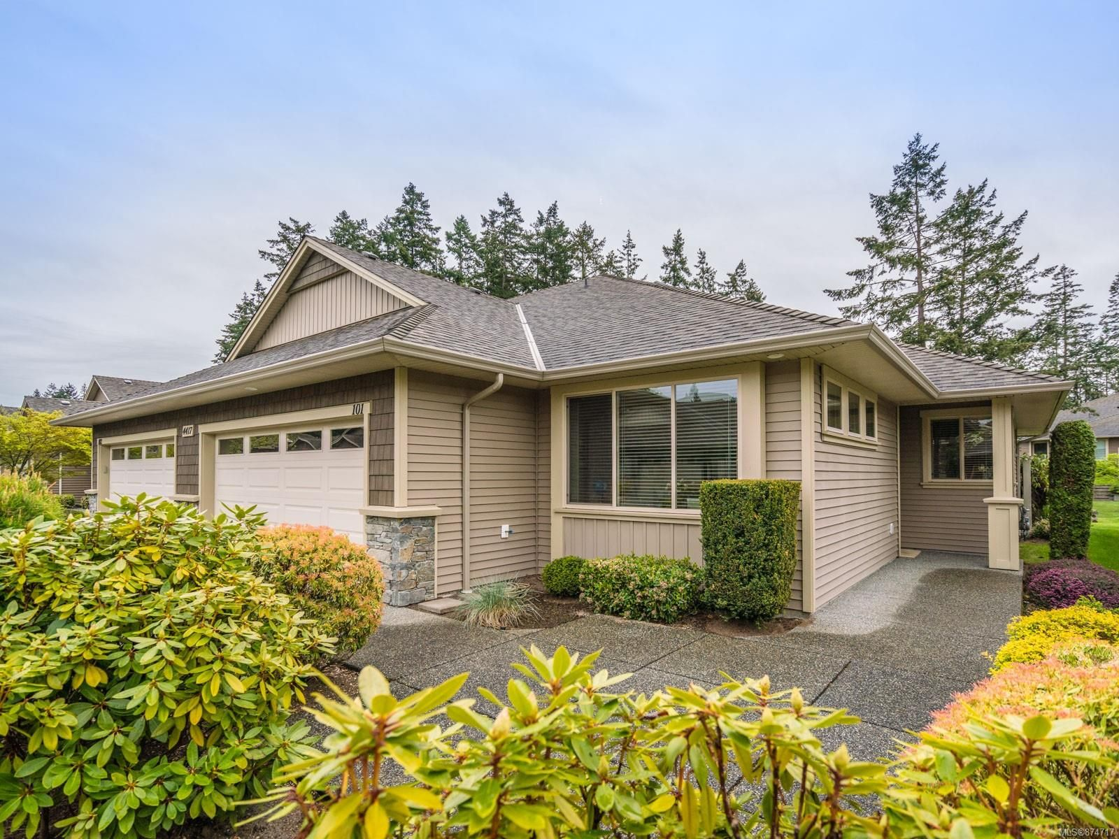 Main Photo: 101 4417 Amblewood Lane in : Na Uplands Row/Townhouse for sale (Nanaimo)  : MLS®# 874717