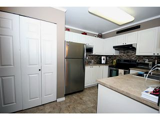 """Photo 3: 303 1369 56TH Street in Tsawwassen: Cliff Drive Condo for sale in """"WINDSOR WOODS"""" : MLS®# V1058520"""