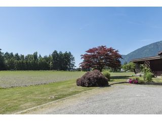 Photo 4: 41594 SOUTH SUMAS Road in Chilliwack: Greendale Chilliwack House for sale (Sardis)  : MLS®# R2589043