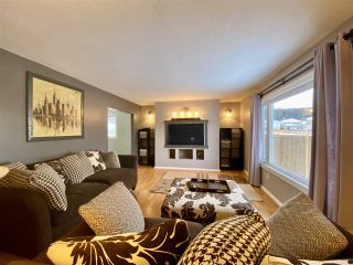 """Photo 3: 4401 5TH Avenue in Prince George: Foothills House for sale in """"FOOTHILLS"""" (PG City West (Zone 71))  : MLS®# R2425323"""