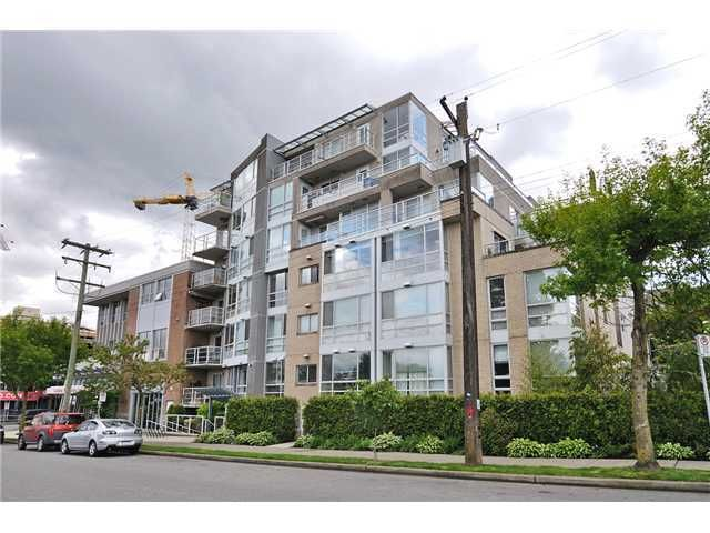 FEATURED LISTING: 201 - 1818 6TH Avenue West Vancouver