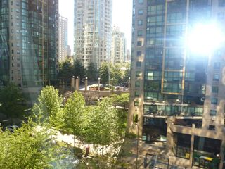 """Photo 20: 613 1333 W GEORGIA Street in Vancouver: Coal Harbour Condo for sale in """"Qube"""" (Vancouver West)  : MLS®# V1024937"""