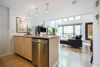 """Photo 2: 518 22 E CORDOVA Street in Vancouver: Downtown VE Condo for sale in """"Van Horne"""" (Vancouver East)  : MLS®# R2600370"""