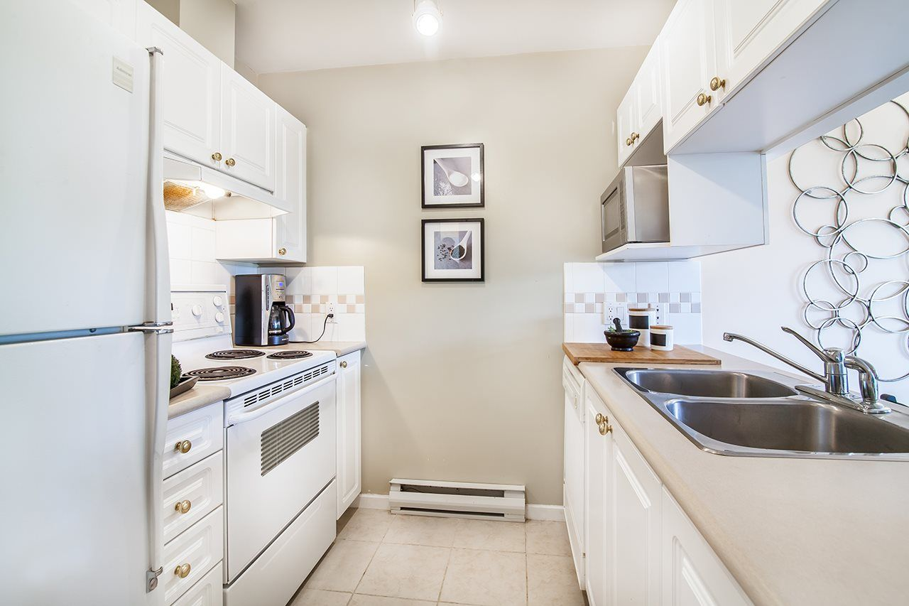 """Photo 7: Photos: 409 929 W 16TH Avenue in Vancouver: Fairview VW Condo for sale in """"OAKVIEW GARDENS"""" (Vancouver West)  : MLS®# R2189624"""