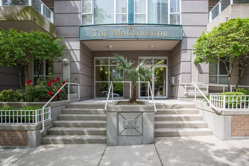 """Main Photo: 1405 5189 GASTON Street in Vancouver: Collingwood VE Condo for sale in """"MACGREGOR"""" (Vancouver East)  : MLS®# R2385676"""