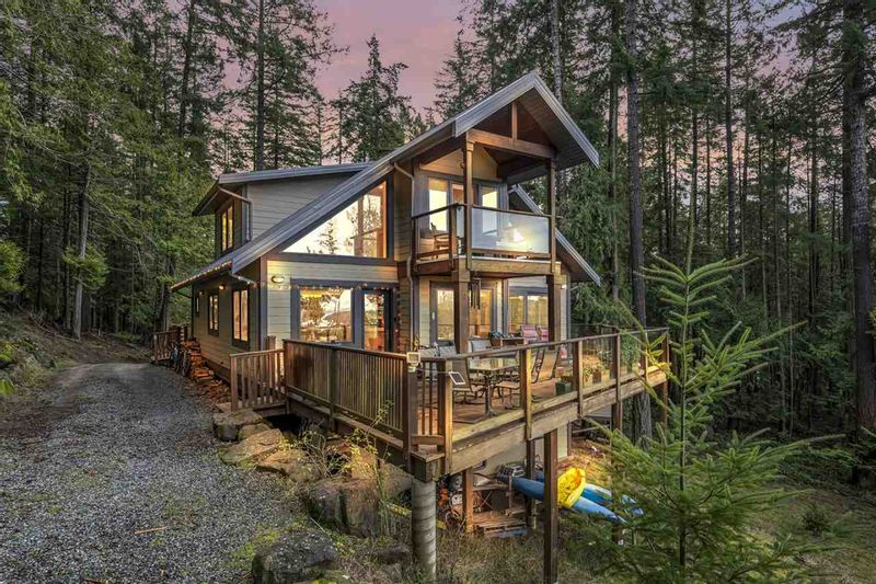 FEATURED LISTING: 407 CAMPBELL BAY Road Mayne Island