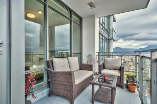 """Photo 10: 3305 2008 ROSSER Avenue in Burnaby: Brentwood Park Condo for sale in """"Solo District"""" (Burnaby North)  : MLS®# R2420827"""